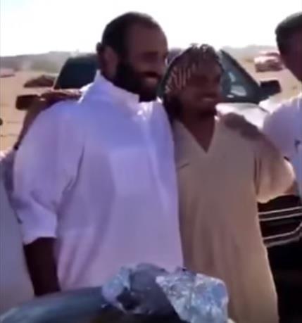 فيديو.. ولي العهد يتجول في نيوم ويصادف عدداً من المواطنين