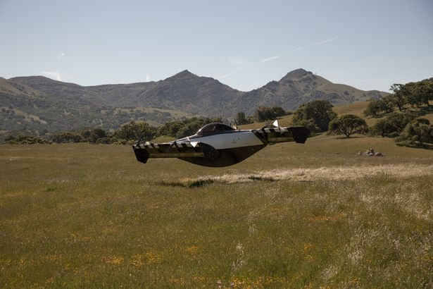 BlackFly سيارة طائرة جديدة تعمل بالكهرباء