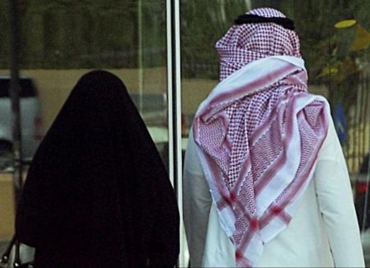 بالفيديو سعودي أراد المزح مع زوجته ولكن جاب العيد ههههههه