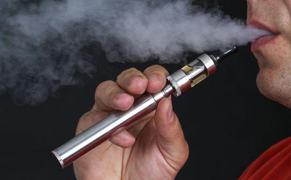 انتبه.. السجائر الإلكترونية تسبب هذا المرض الخطير