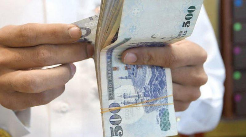 تقديم الرواتب قبل العيد .. فريق مؤيد وآخر معارض: مشّيها على البركة