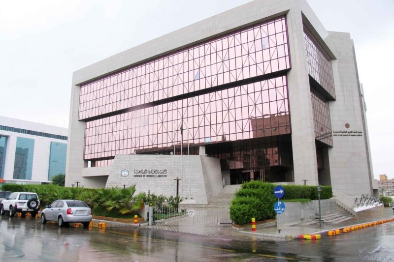 غرفة الرياض تطرح 338 وظيفة للجنسين بالقطاع الخاص