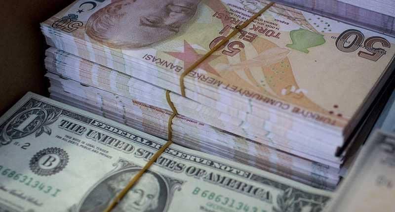 """الدولار """"يحلّق"""" واليورو يهبط بسبب الليرة التركية"""