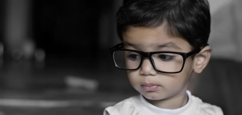 في أي سن يجب فحص نظر الأطفال؟.. استشارية طب العيون تُجيب