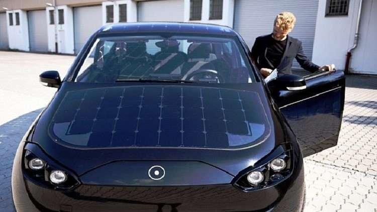 بالصور.. ألمانيا تعلن عن إطلاق أول سيارة تعمل بالطاقة الشمسية