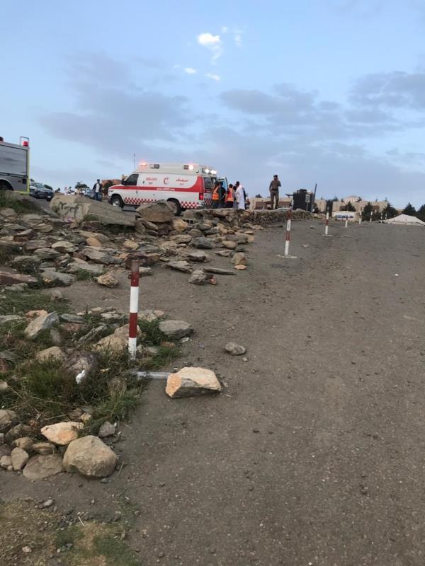 طيار شراعي يهوي من مطل في جبل السودة بعد فشله في الإقلاع بطائرته.. والدفاع المدني يوضح التفاصيل (صور)