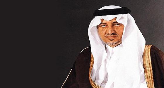 أمير مكة يعلق على واقعة رجل الأمن الذي أعطى حذاءه لحاجة مسنة