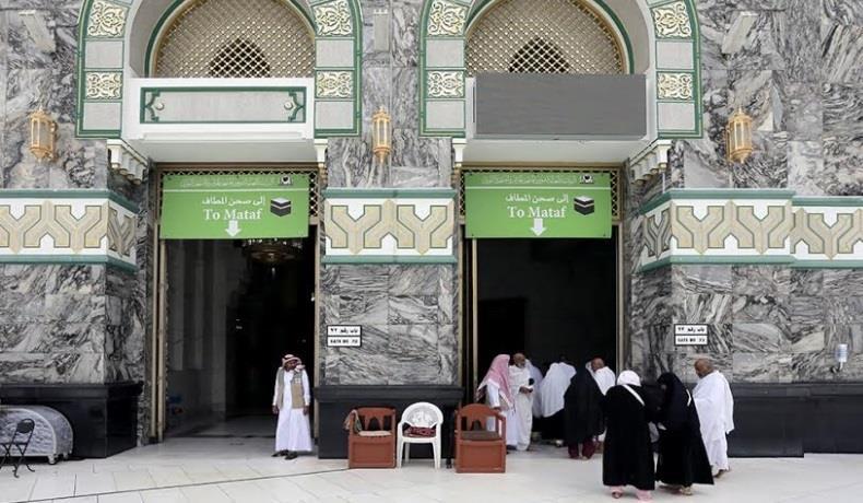 تعرّف على مهام موظفي أبواب المسجد الحرام.. وأبرز الممنوعات من دخوله