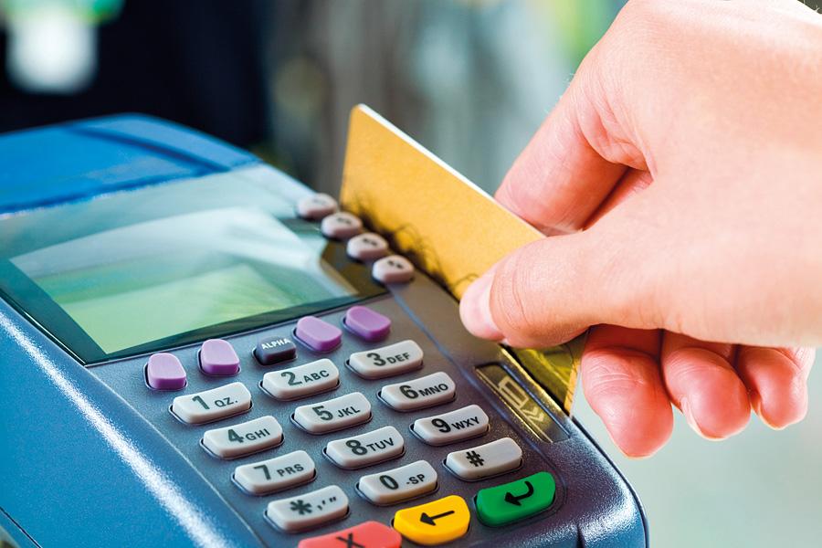 هذه طرق القراصنة في سرقة أموالكم عبر قارئ بطاقات الائتمان