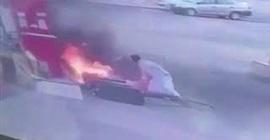 شاهد.. قائد مركبة يتسبب في إشعال النيران بمحطة وقود بنجران