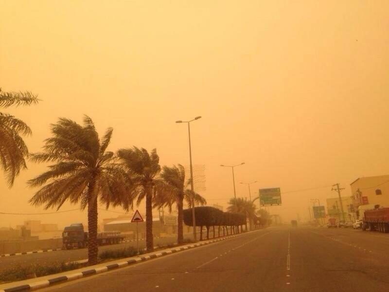 خميس ممطر وغبار يحجب الرؤية على 8 مناطق