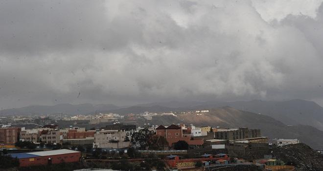 أمطار رعدية ورياح تثير الأتربة على هذه المناطق..اليوم