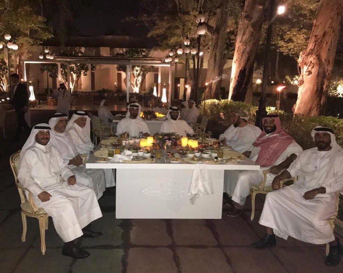 مأدبة عشاء تجمع ولي العهد ومحمد بن زايد والفيصل في الطائف