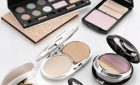 تحذير للنساء.. مساحيق التجميل تؤثر على الصحة الإنجابية