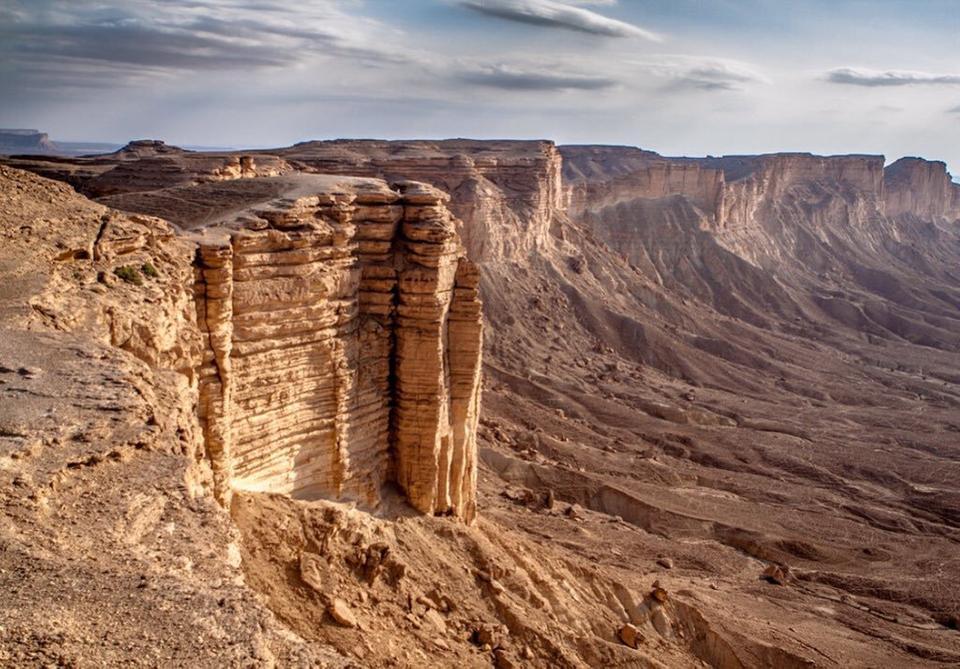 ما هو #جبل_طويق الذي شبه به #ولي_العهد همة السعوديين؟