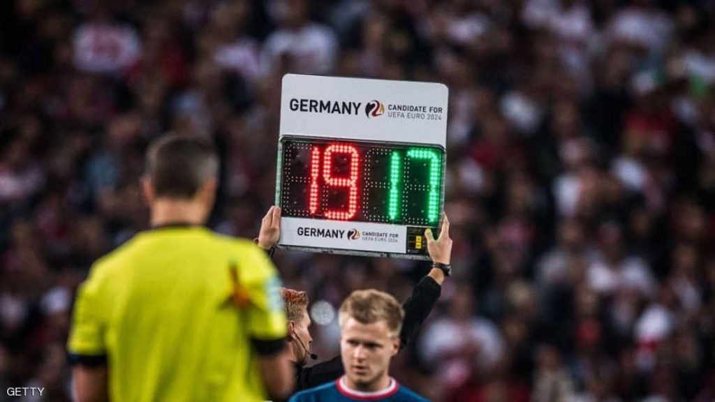 """تعديل ثوري على قانون كرة القدم لمنع """"إضاعة الوقت"""""""