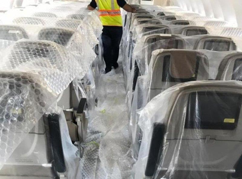 """بالصور.. """"الخطوط السعودية"""" تحدّث مقاعد طائراتها من طراز """"إيرباص A320"""""""