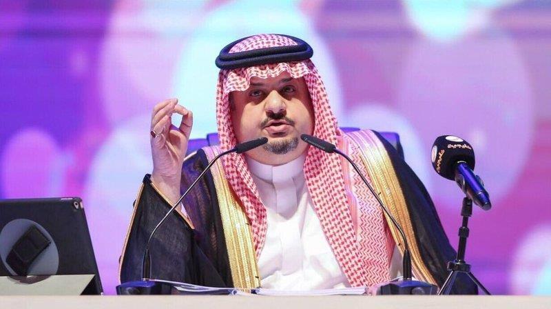 عبدالرحمن بن مساعد ينشر صورة تجمع توقيعات جميع ملوك المملكة.. ويعلق عليها بأبيات شعرية