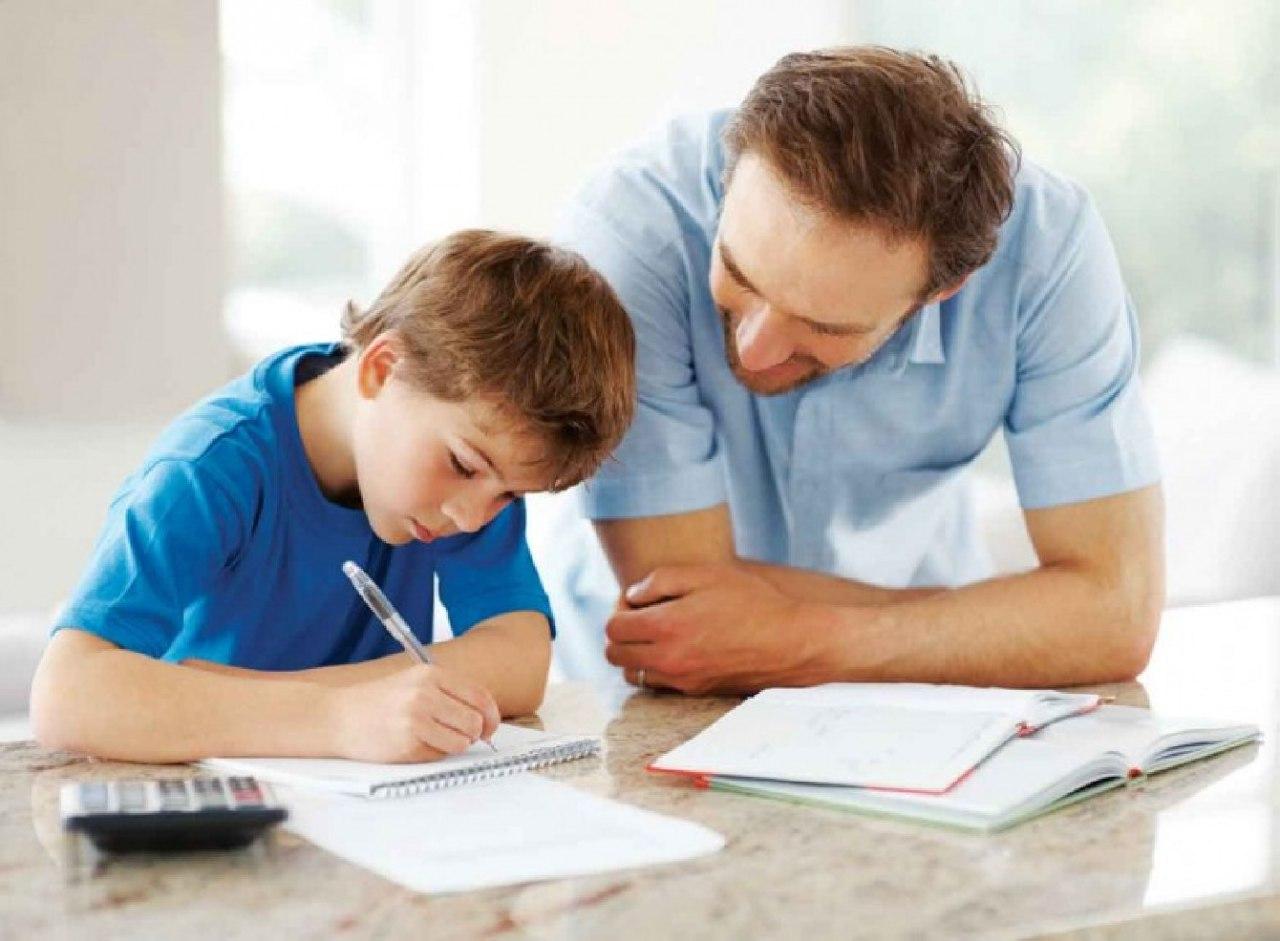 احذر جلوس طفلك لفترة طويلة على المكتب.. 5 نصائح مهمة