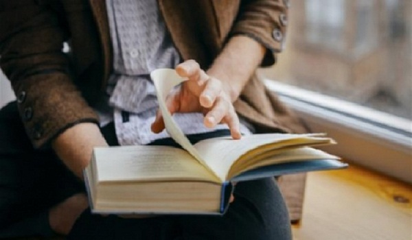 دراسة: قراءة الكتب تطيل العمر وتقاوم الإجهاد