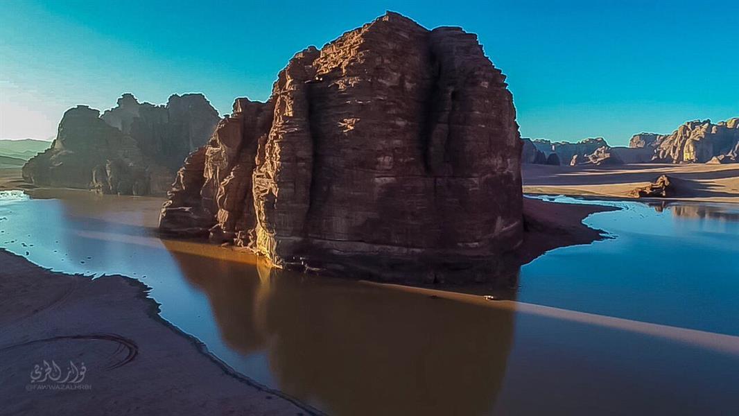 """جبال """"نيوم"""" تتلألأ بجمال الأمطار.. شلالات مياه وبحيرات ومناظر طبيعية خلابة (صور)"""
