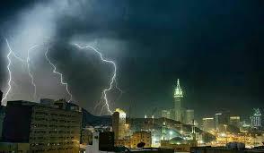 أسبوعان من الأمطار والسيول.. والحصيني: جهزوا ملابس الشتاء