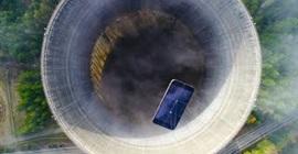 فيديو.. يوتيوبر يرمي آيفون في محطة نووية مهجورة لسبب غريب!