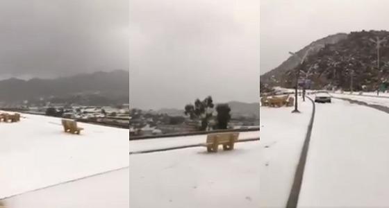 بالفيديو.. الثلوج تحول جبال وأودية ميسان إلى سويسرا