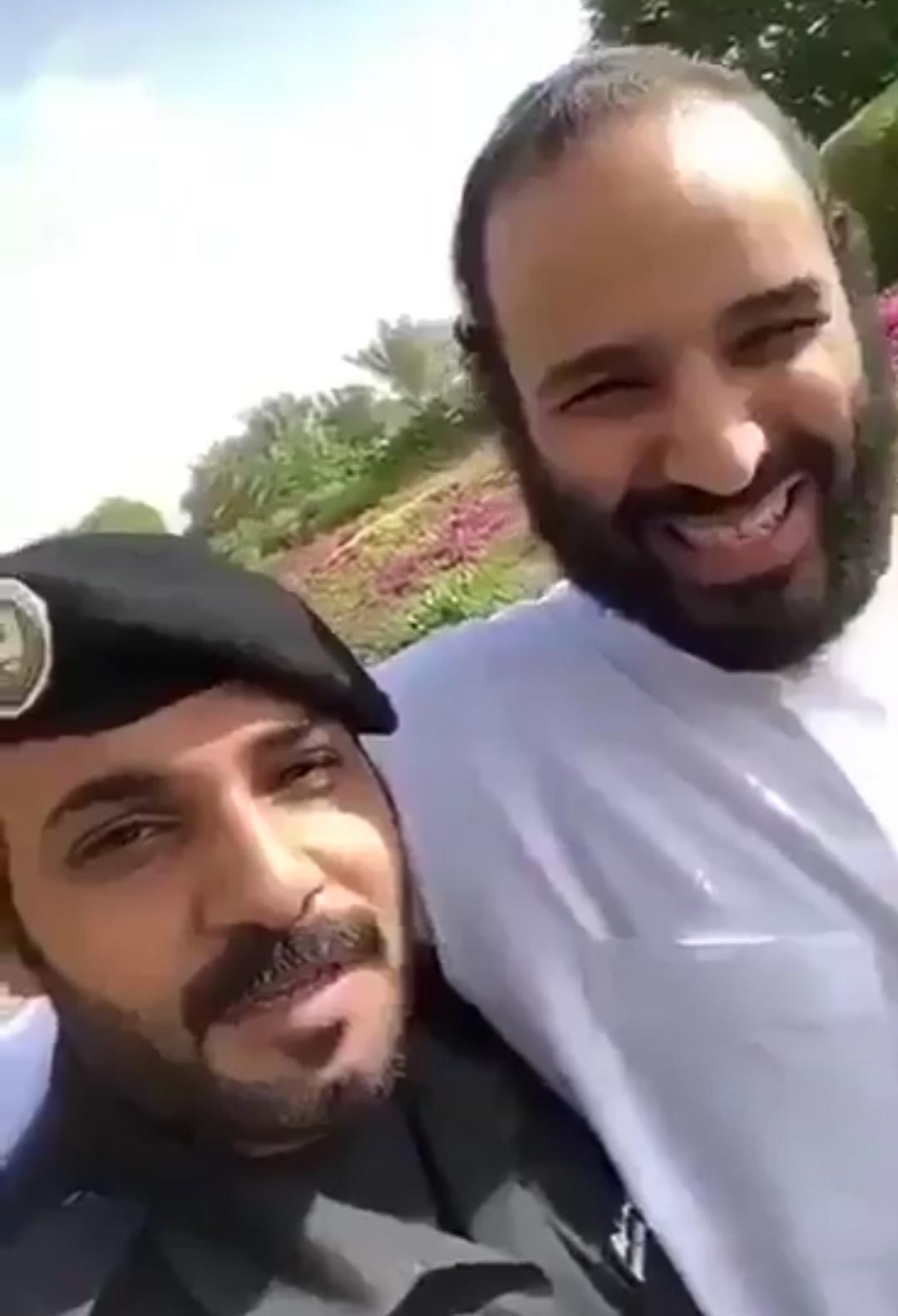 فيديو #ولي_العهد #الأمير_محمد_بن_سلمان  مع احد أفراد الحرس الملكي