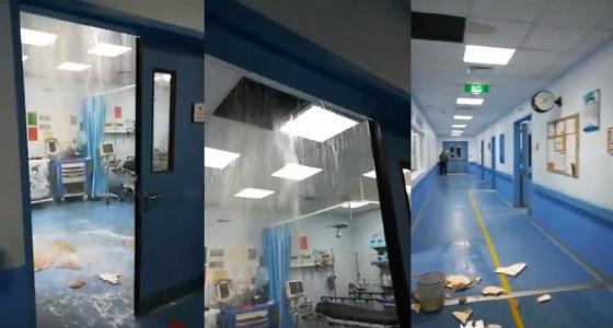 بالفيديو.. لحظة انهيار جزئي لسقف غرفة إنعاش بمستشفى تيماء