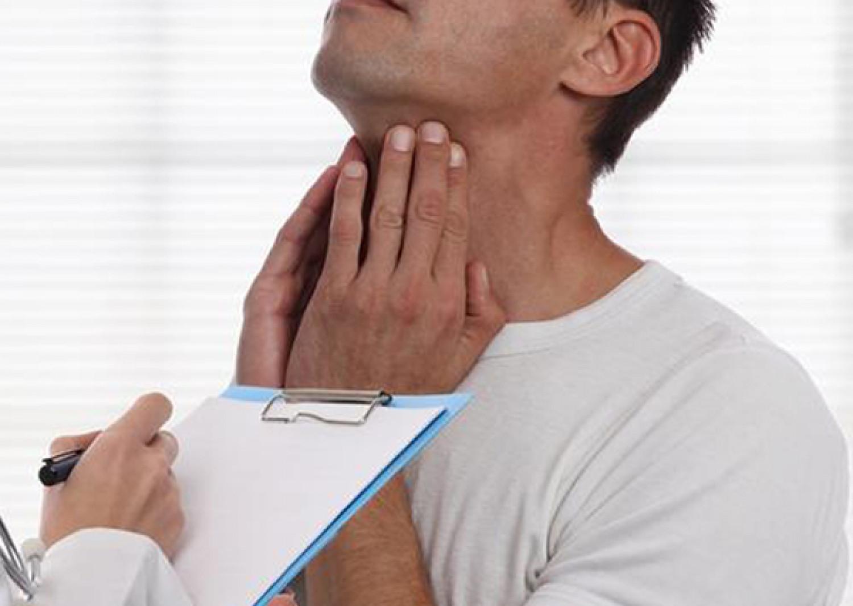 بهذه الطريقة تغلب على التهابات الحلق وأعراض البرد