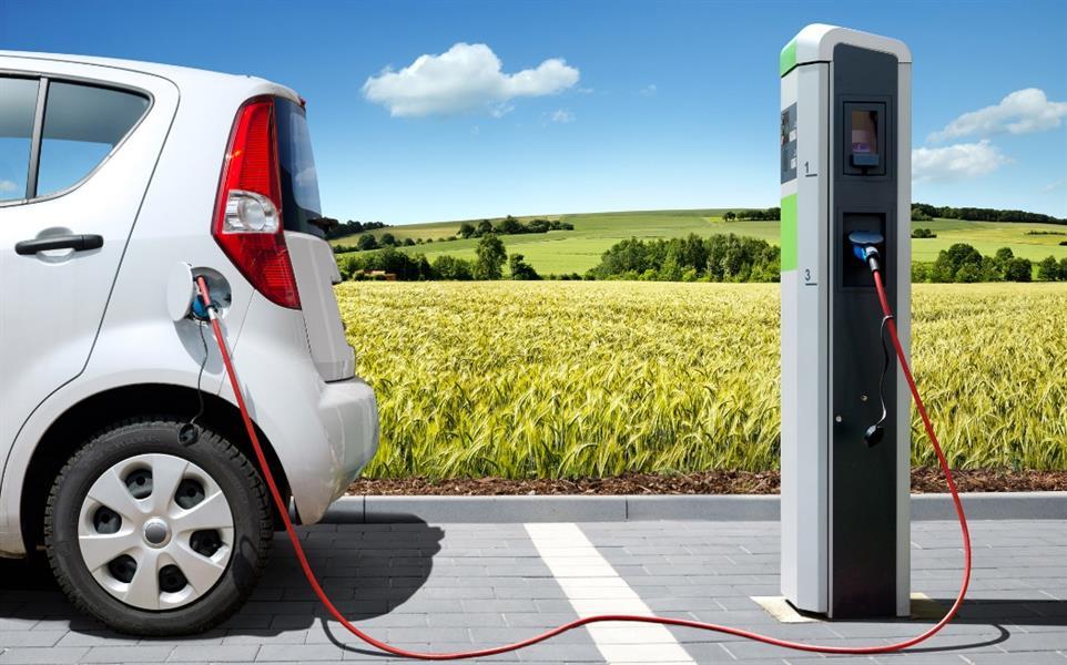 """""""المواصفات والمقاييس"""" تكشف أسباب عدم انتشار السيارات الكهربائية في المملكة"""