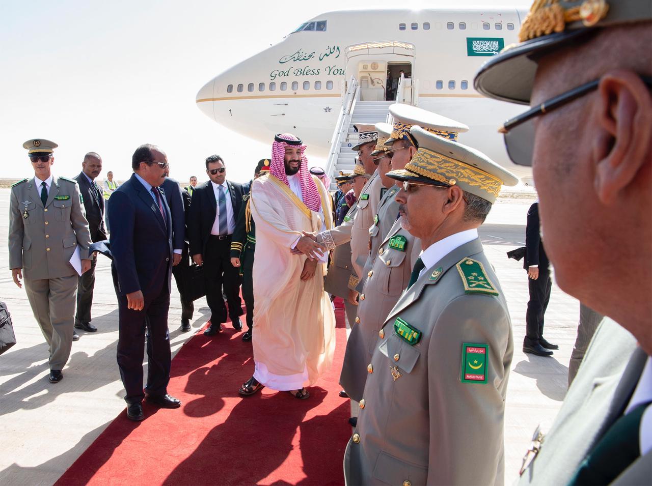 لحظة وصول ولي العهد إلي موريتانيا ضمن جولته العربية