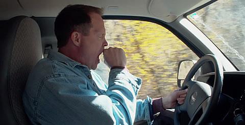 كيف تتخلص من النعاس خلال القيادة؟