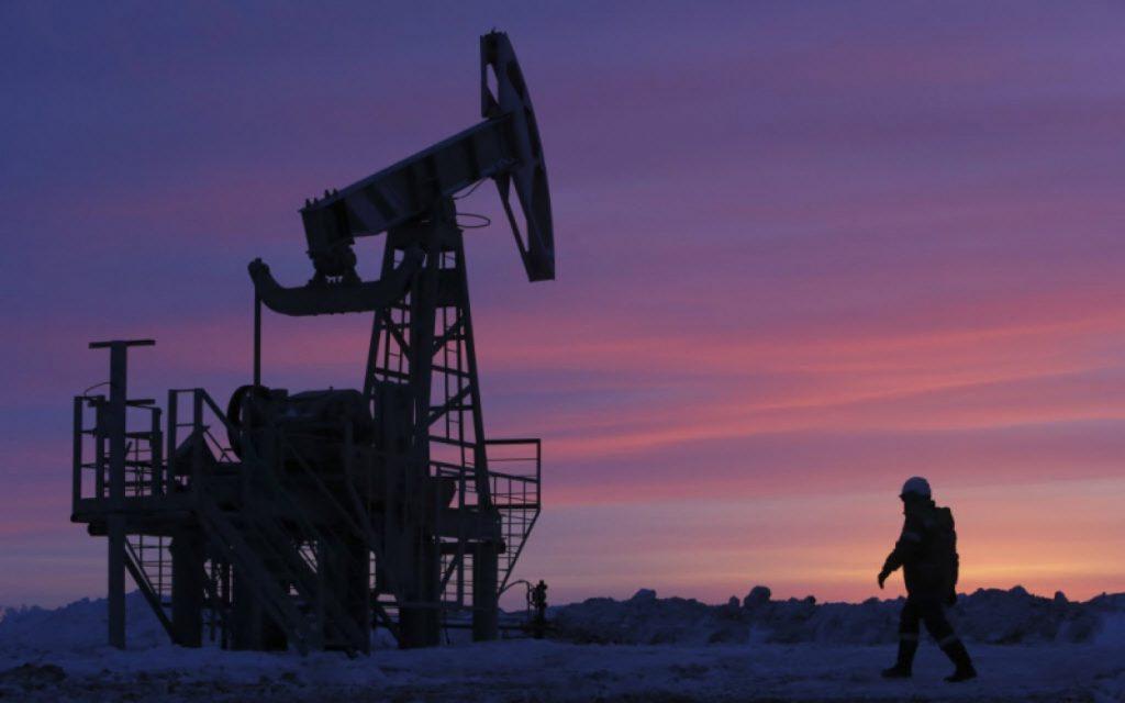 النفط يهبط في مستهل تعاملات 2019