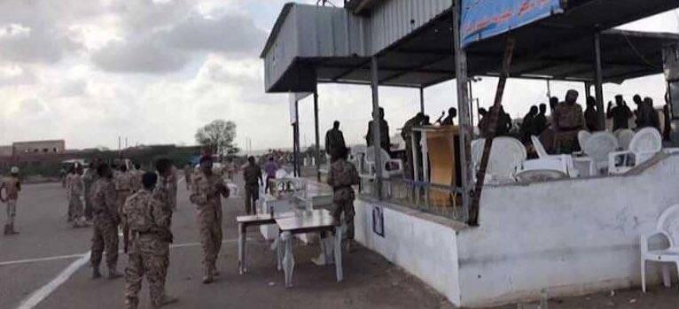 """فيديو يوثق لحظة هجوم """"الطائرة المسيرة"""" على العرض العسكري بقاعدة العند اليمنية"""