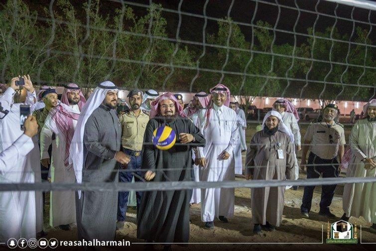 شاهد.. السديس يشارك موظفي رئاسة الحرمين نشاطا ترفيهيا رياضيا