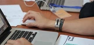متلازمة ذراع الفأرة تهدد موظفي العمل المكتبي