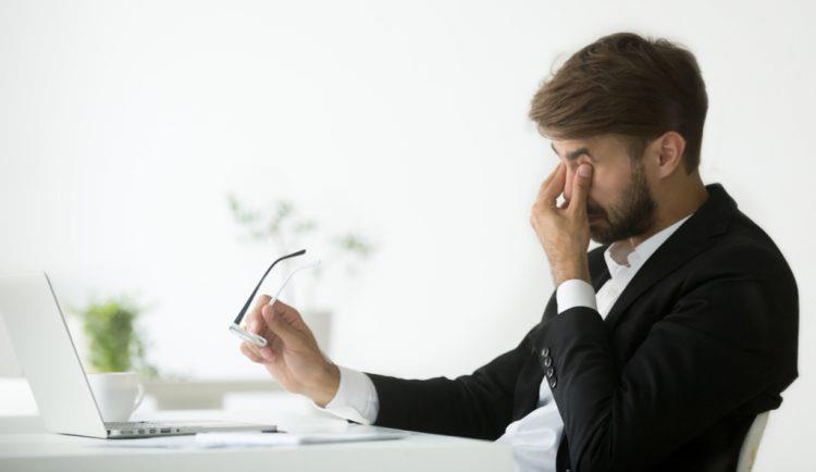 """ما مدى تأثير """"متلازمة النظر للكمبيوتر"""" على العين؟ وما هي سبل الوقاية؟"""