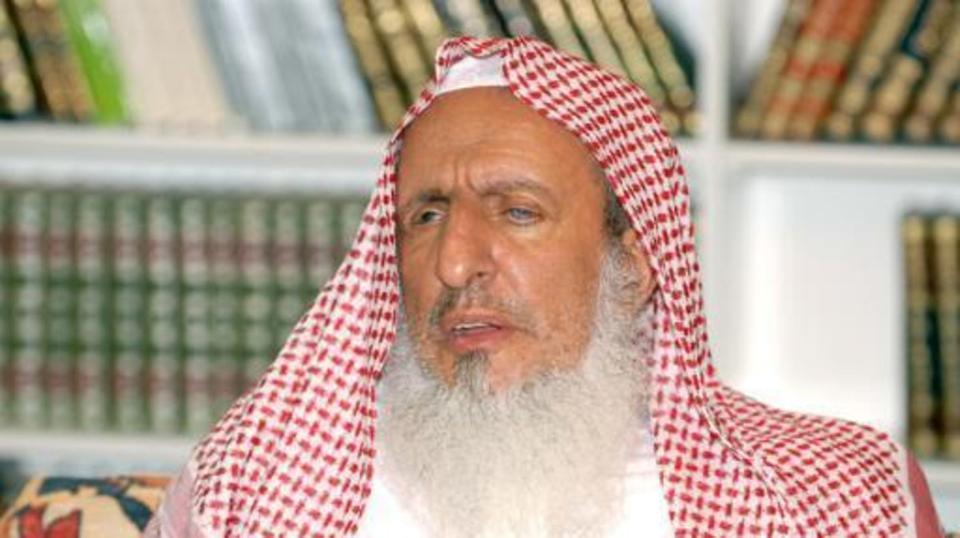 وفاة سماحة المفتي إشاعة مغرضة.. هذه الصورة تكشف الحقيقة