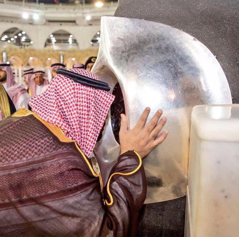 بـ8 أبيات.. عائض القرني يعلق على زيارة محمد بن سلمان للحرم المكي