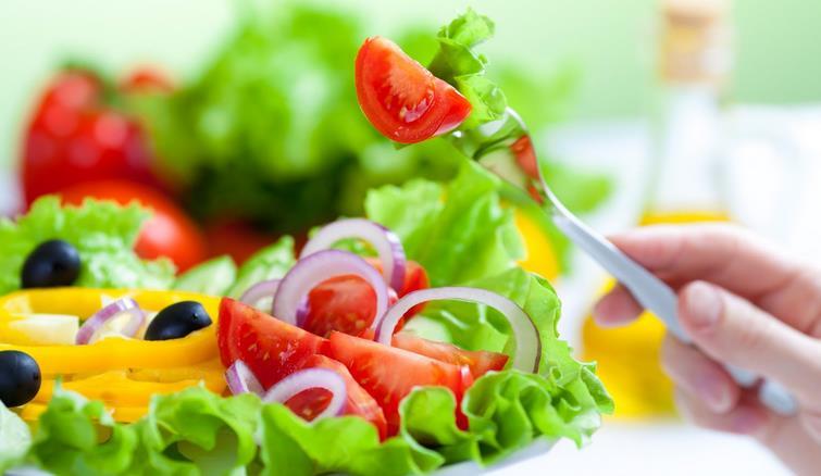 10 أطعمة يمكنك تناول أي كمية منها دون أن تسبب زيادة الوزن.. تعرف عليها