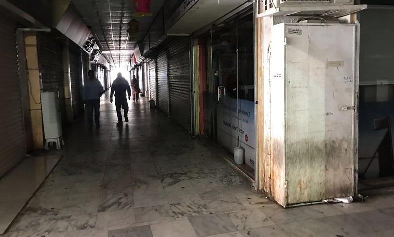 مواطن يقتحم محلاً للجوالات بالطائف بسلاحه ويفتح النار على العاملين فيه