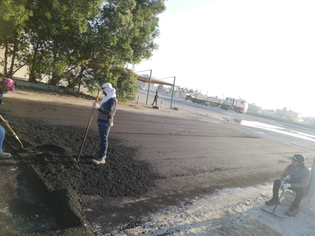 بلدية القطيف تلزم جهة خدمية بإعادة سفلتة بعض الطرق لهذا السبب!