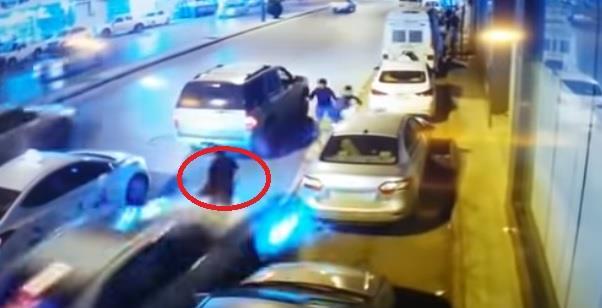 فيديو مروّع لسيارة مسرعة تدهس شخصين وتقذف أحدهما لأعلى في بريدة