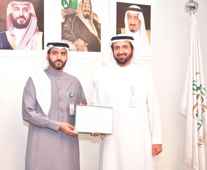 """""""متلازمة الوادعي"""" مرض جديد اكتشفه طبيب سعودي.. ووزير الصحة يكرّمه (صور)"""