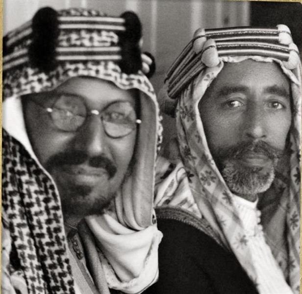 صورة نادرة للملك عبدالعزيز وهو في الخمسينيات من العمر مع ملك العراق