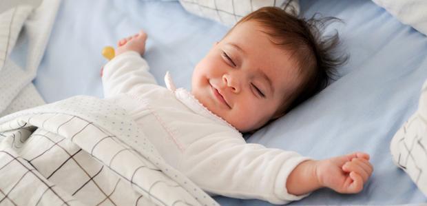 كيف تتأكد من أن طفلك ينام نومًا جيدًا بدون قلق؟