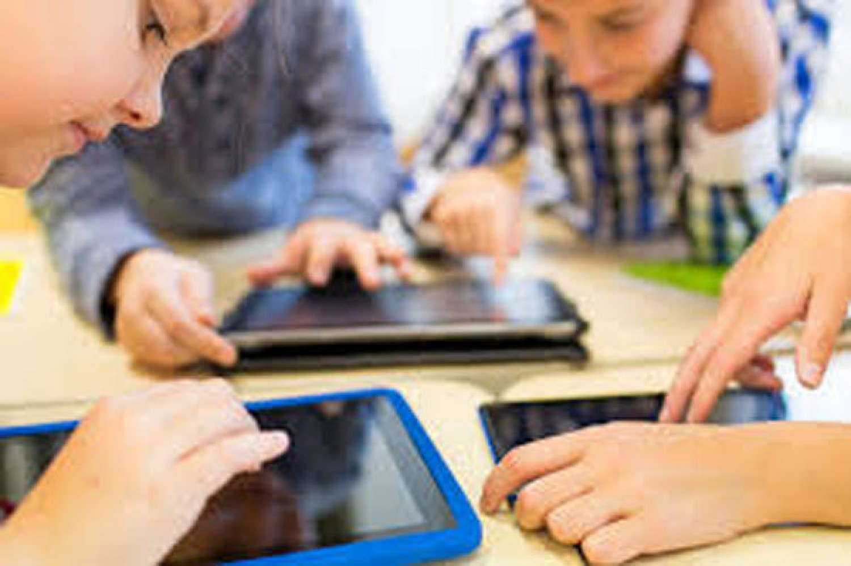 تقرير أممي: ثلث أطفال العالم معرضون للخطر بسبب الإنترنت