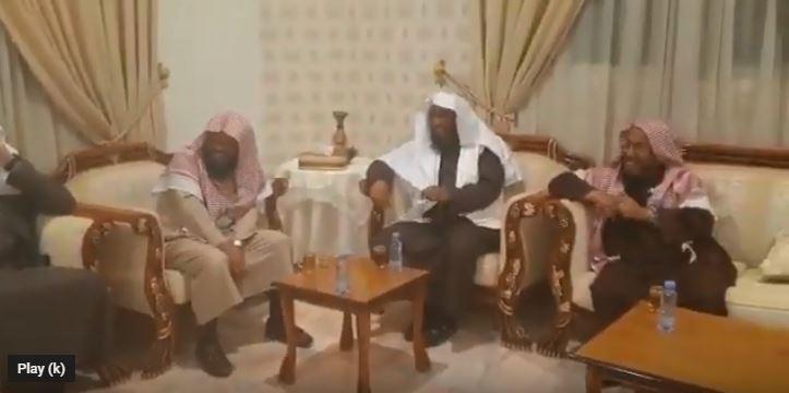 فيديو.. رد فعل الشيخ المطلق على كفيف حاول تقليده